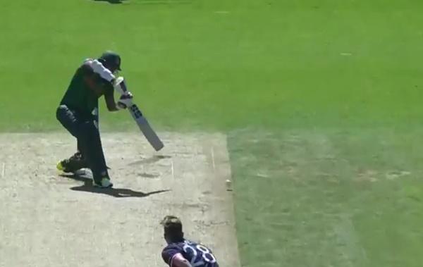 Soumya creams a Ball ball (ICC)