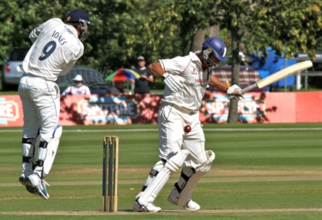 Saj Mahmood shows Lancashire's top order how to bat
