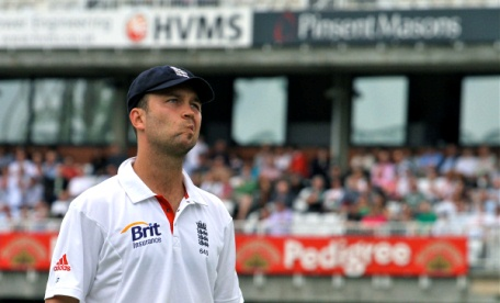 Jonathan Trott doing that thing where he absent-mindedly looks around the ground as if he's on his own and there aren't thousands of people looking at him
