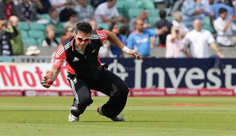 Kevin Pietersen practising his fielding so he doesn't get bollocked