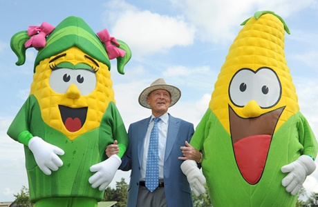 Geoff Boycott with Sweetie and Kernel