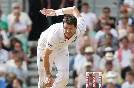 Jimmy Anderson miraculously evading injury