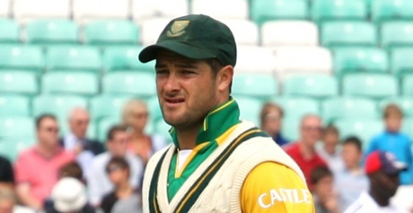 Mark Boucher was confused because there was only a four in the wicktets column yet he was holding a bat