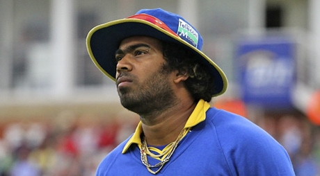 Lasith Malinga punches himself in the back of the head